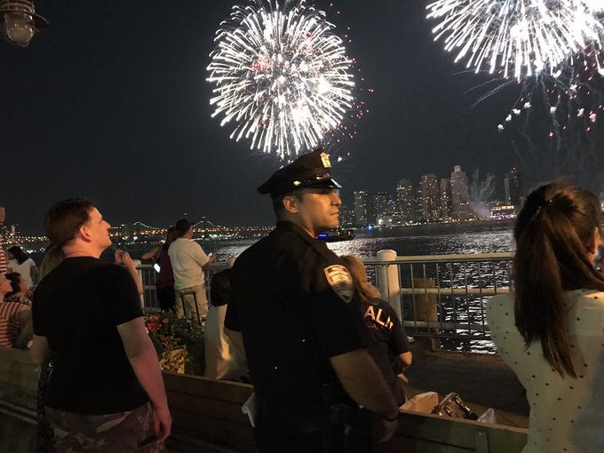 NYPD officer dies after being 'assassinated' during July 4 celebrations DD74t_OW0AA8P16