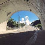 絵に描いたような景色!トンネルの向こうの青空が夏の訪れを感じさせる!