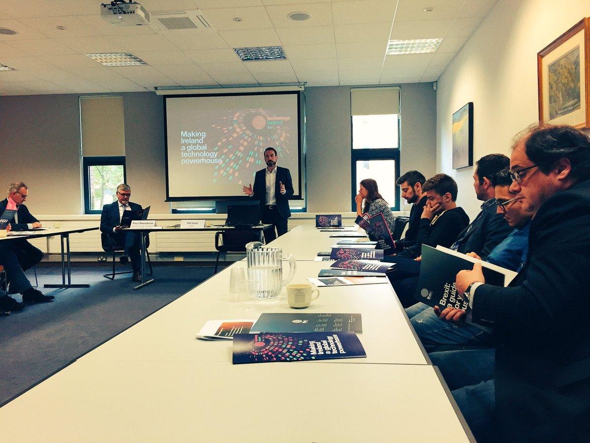 La situation #technologique @PaulJSweetman @ibec_irl Director of Technology Irland 32000 #emploi et #croissance 30% #formation #Ai<br>http://pic.twitter.com/Gj4AUNE54c