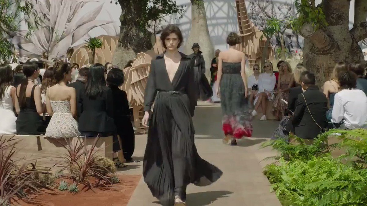 Press play to relive all of the best moments from the show https://t.co/ONIJEHShqS!  #DiorCouture