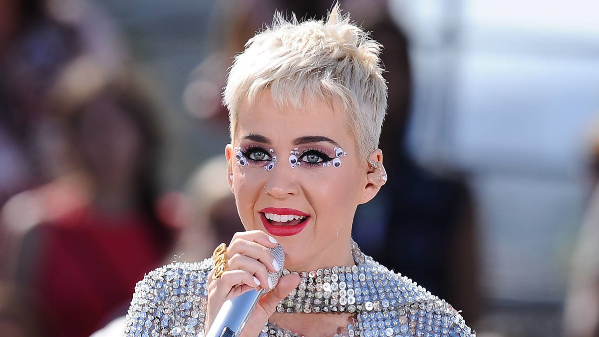 💎 @KatyPerry broke a record with three of her biggest hits: https://t....