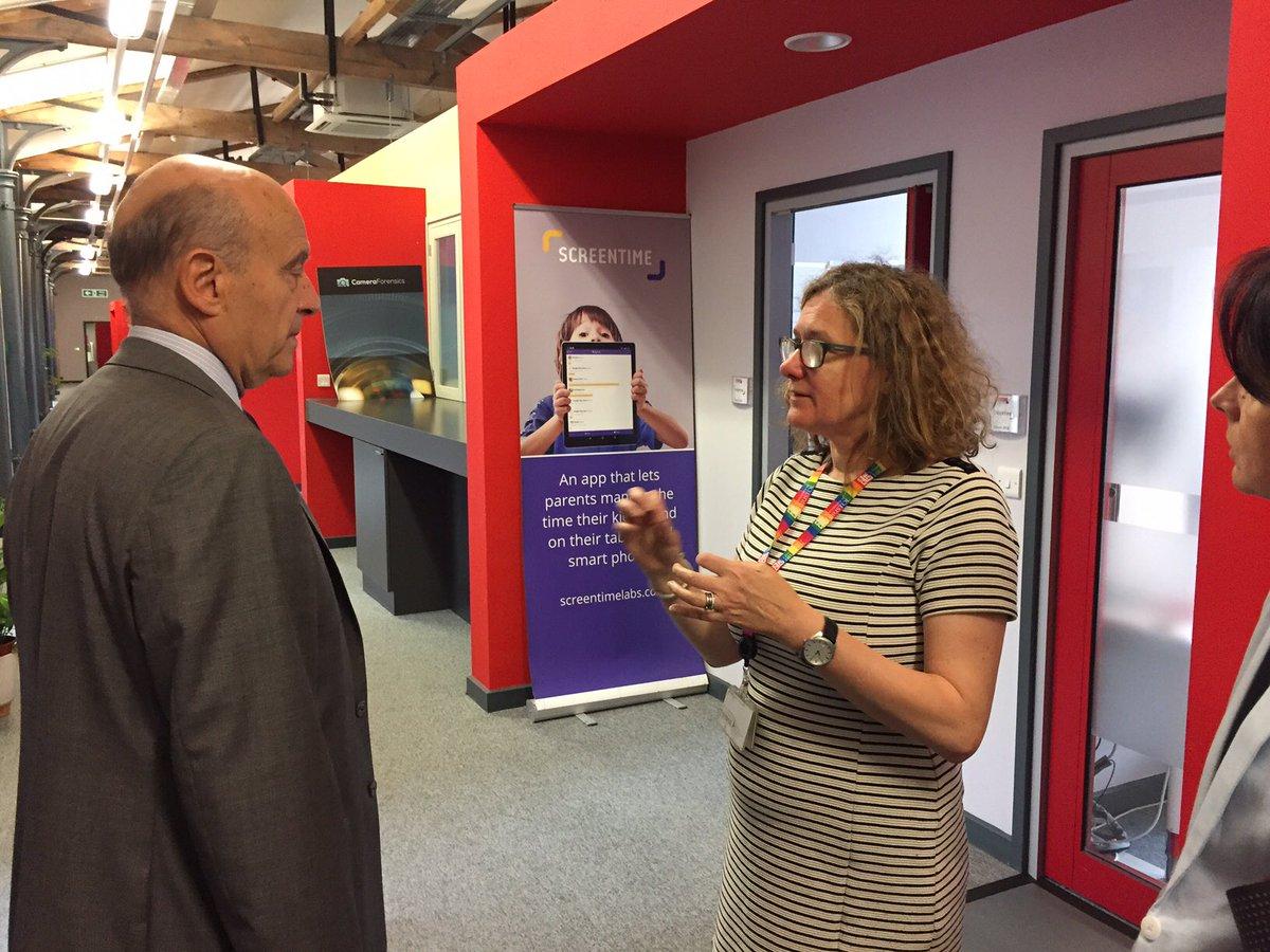 @Bordeaux Visite de l'incubateur de startups @EngineShed_BB. Collaboration fructueuse entre les entreprises et @BristolUni. Merci à @KaiDeyDey