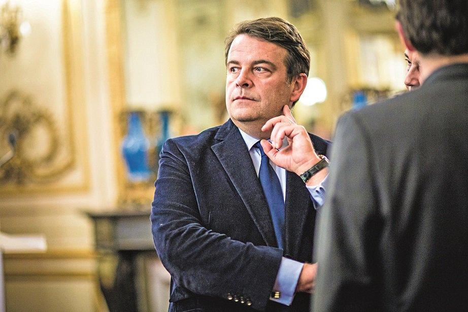 La droite-Macron prise au piège >> https://t.co/OKew9cbbJO