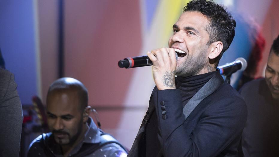 >@esportefera Dani Alves estreia como cantor na TV e mantém críticas a Maradona https://t.co/ibAE4pGnzc