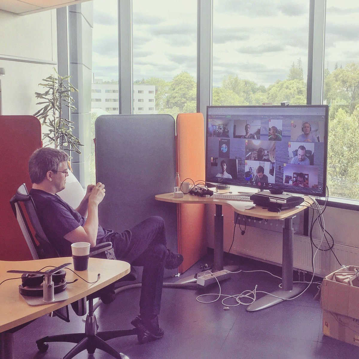 When you&#39;re the only one in the actual physical office  #remotework #standup  <br>http://pic.twitter.com/SDtY2WZqKp