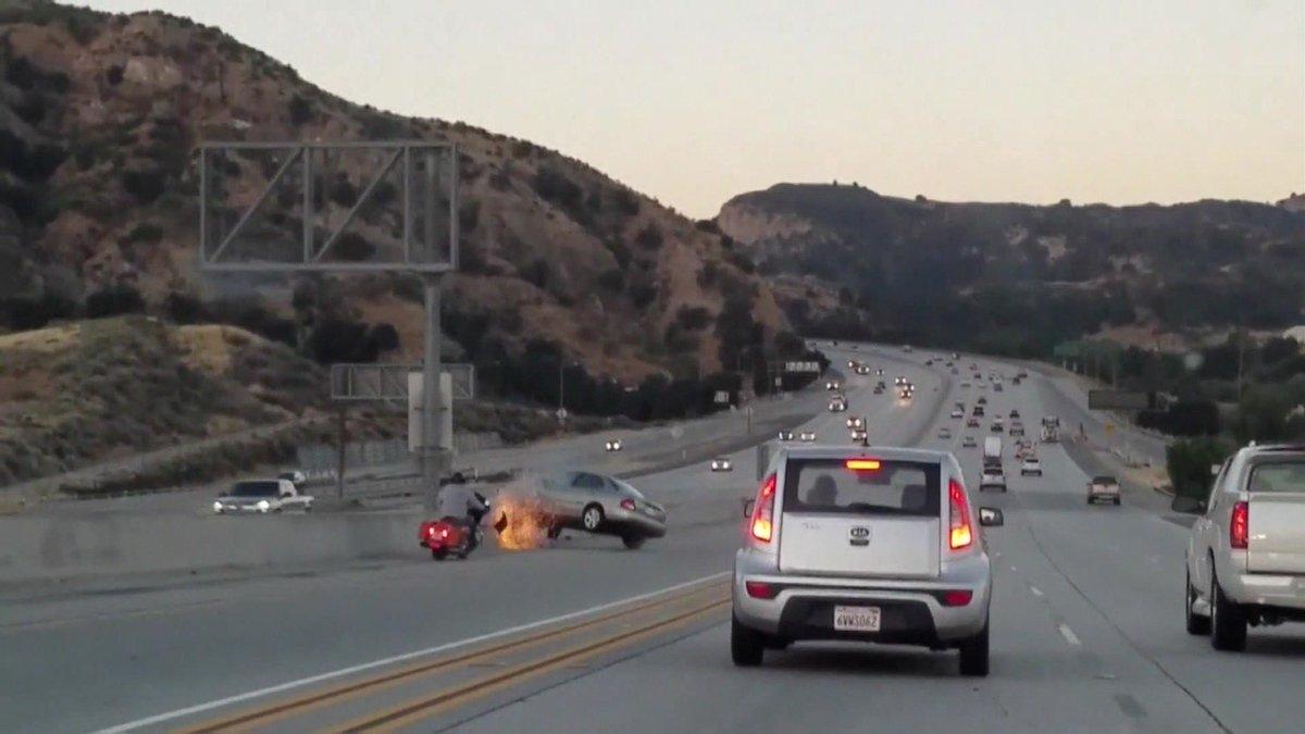 Fúria no trânsito provoca impressionante sequência de acidentes em rodovia nos EUA https://t.co/FYitN3MhMZ