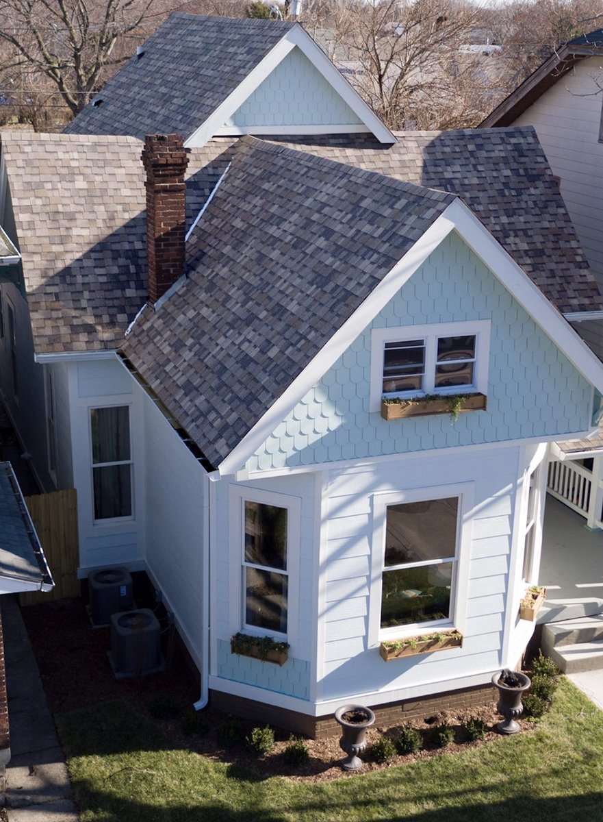 Research Underscores the Importance of Roof Color on a Home's Perceived Value #roof...  http://www. roofingmagazine.com/research-under scores-the-importance-of-roof-color-on-a-homes-perceived-value/ &nbsp; … <br>http://pic.twitter.com/804GMRTm7F