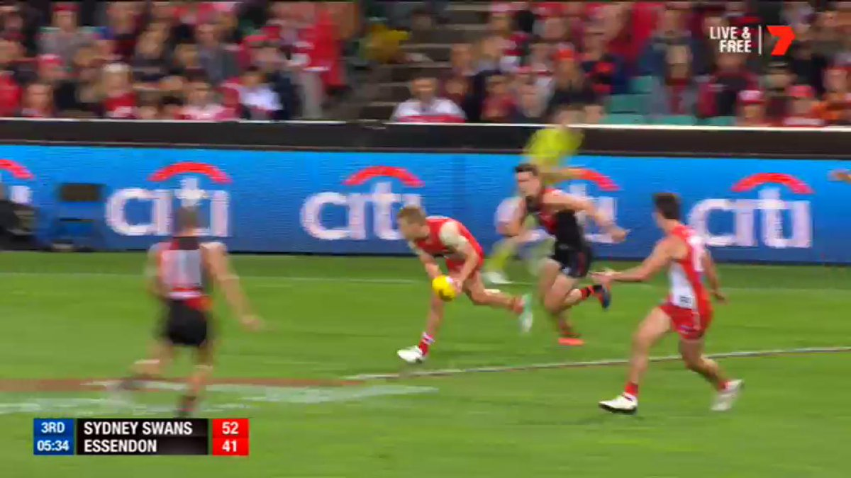 Isaac Heeney is on 🔥🔥🔥 #AFLSwansDons https://t.co/FMRGiPDdaz