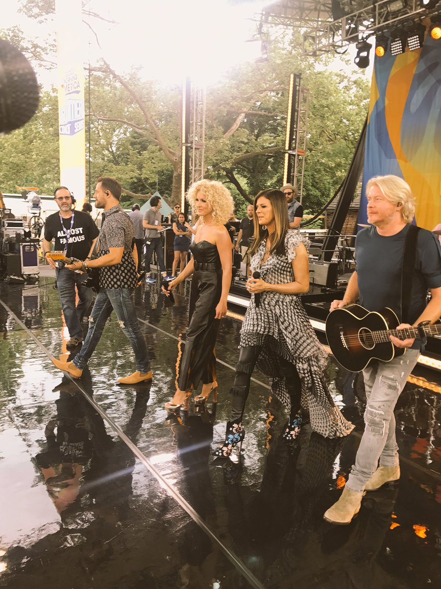 Sound checkin' #LittleBigTownonGMA https://t.co/3HY7RzLs6j