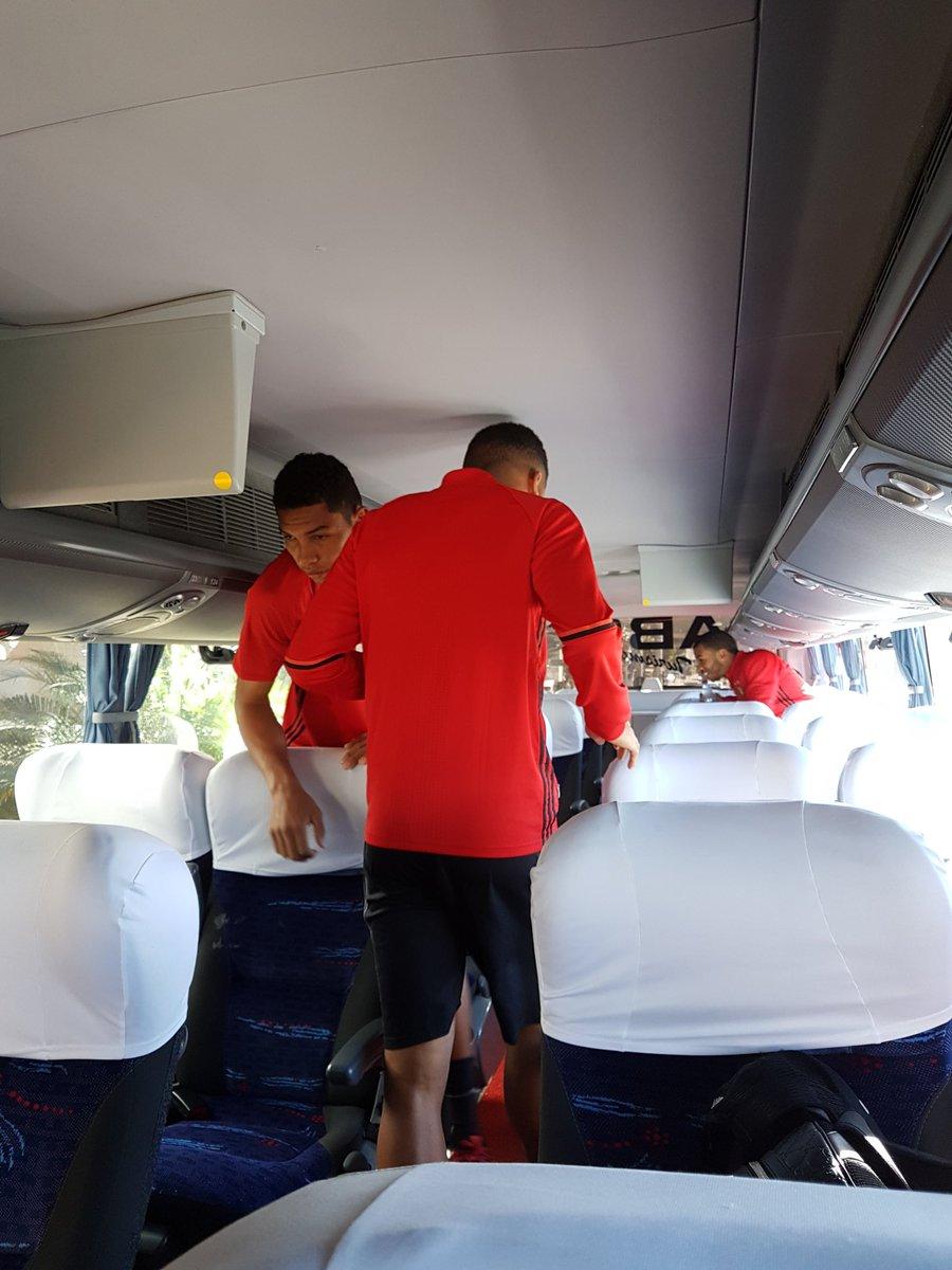 Rubro-negros deixam hotel com destino ao CT do Cruzeiro. #Treino #VamosMeuLeão