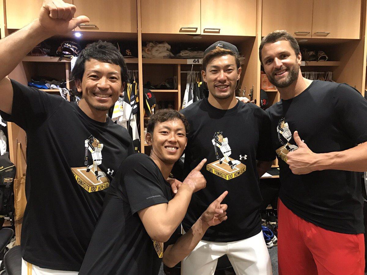 ギータヤバいです!(^O^) 100号おめでとうございます!笑 チームアンダーアーマーでお祝い!! Tシャツかわいいです。笑  #sbhaw...