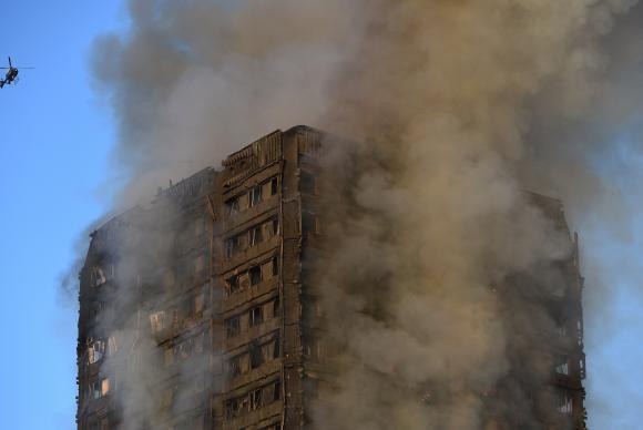 Incêndio em edifício de Londres começou em uma geladeira com defeito. 📸Facundo Arrizabalaga/EPA/EFE https://t.co/KriBt85fUe