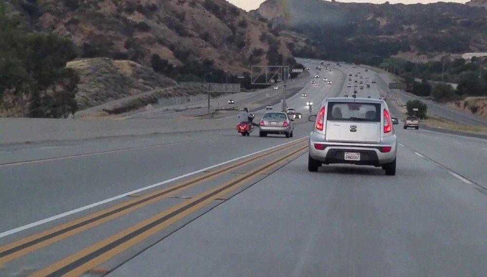 Fúria no trânsito provoca impressionante sequência de acidentes em rodovia nos EUA https://t.co/pkACdzmD52 #G1