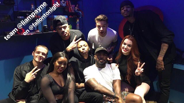 #NEW  Liam backstage with his backup dancers on the Tonight Show with Jimmy Fallon! (June 21) #LiamOnFallon<br>http://pic.twitter.com/fp8CVCeKiG