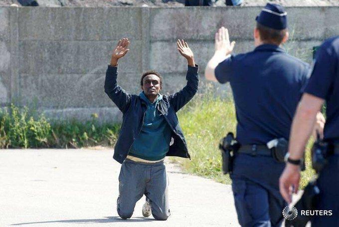 @gerardcollomb @caritasfrance @Franceterdasile @pierrehenry75 @xavierbertrand @NatachaBouchart @CCIR_No @Place_BeauvaurdFrance Encore faut-il avoir envie de la même politique: accueil, dignité, plein respect du droit d'asile, de la santé des pers #Calaisonnes...  https://t.co/j7uR8uO7pB