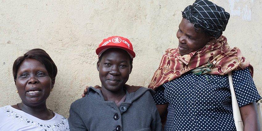 """""""Teamwork ist das Schlagwort hier!"""" Einsatzärztin Katharina Kropp berichtet von ihrem Hilfseinsatz in #Nairobi:https://t.co/HAfFoO8YnT https://t.co/SOap32dQGJ"""