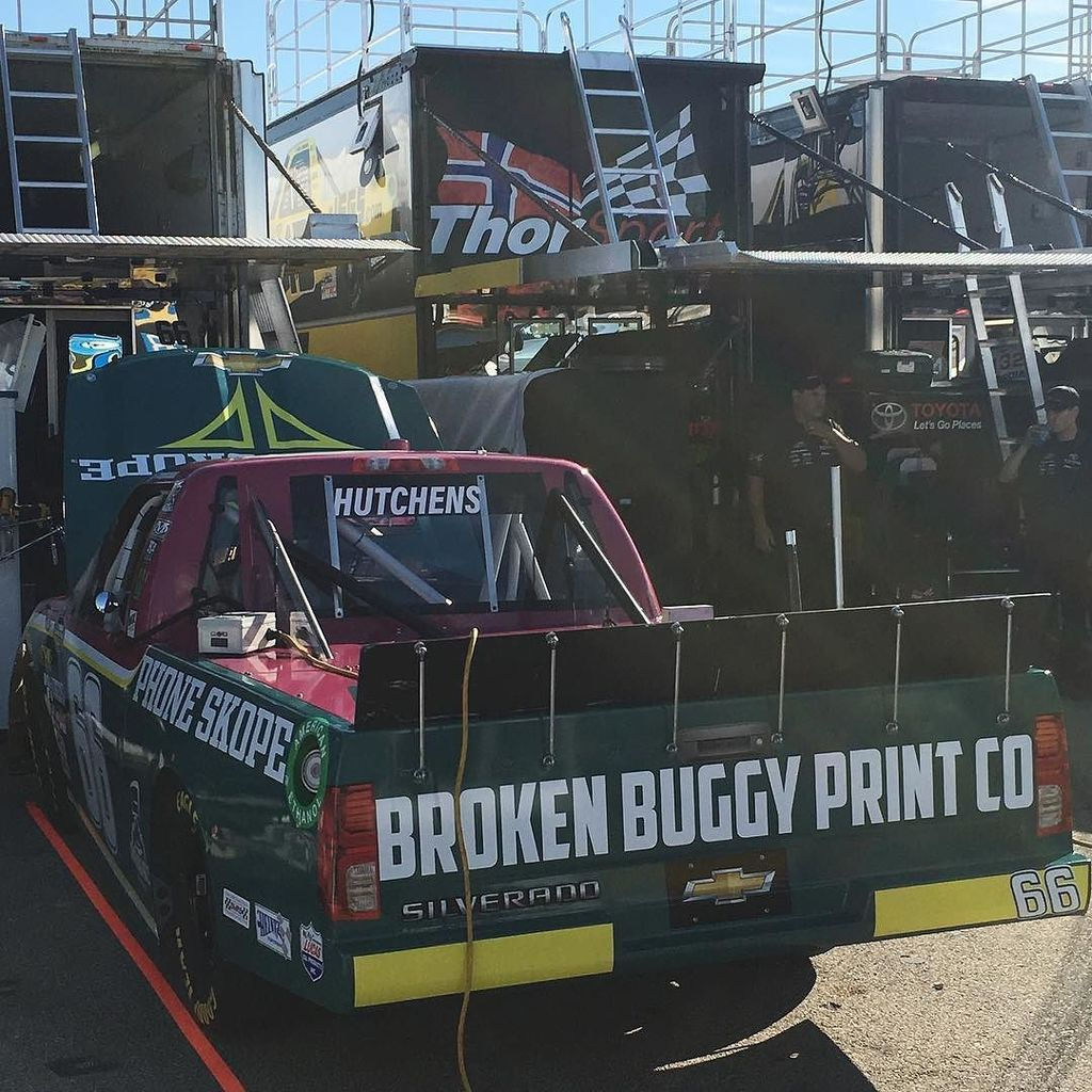 The @phoneskope @brokenbuggy Chevy is ready for practice @iowaspeedway! #harrygant #throwback #NASCAR #racecarwraps  http:// ift.tt/2rYTYqg  &nbsp;  <br>http://pic.twitter.com/7pCgLYst5i