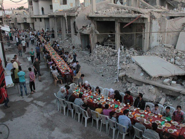 This is how people break their fasts in the month of #Ramadan in #Syria. A symbol of resilience in the face of death and destruction. <br>http://pic.twitter.com/GZTRFDIbXp
