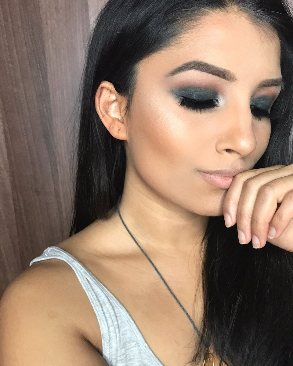 You see that glow tho  @Sephora Radiant a Luminizing Drops and @SleekMakeUP Cleopatra&#39;s Kisses #Sephora #SleekMakeUp<br>http://pic.twitter.com/3E6pXJsXXI