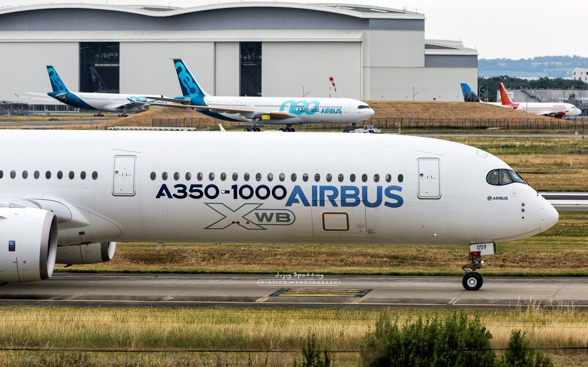 Some #Airbus #A350 and #A330neo prototypes in movement today. #Avgeek #Toulouse <br>http://pic.twitter.com/pa6eJ9meSW