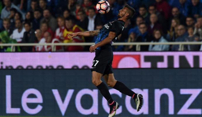 #Chelsea on red alert as #Juve make contact to take #A.Sandro replacement back to #Turin   http:// bit.ly/2sZPNcW  &nbsp;  <br>http://pic.twitter.com/HdYN6ghpaG