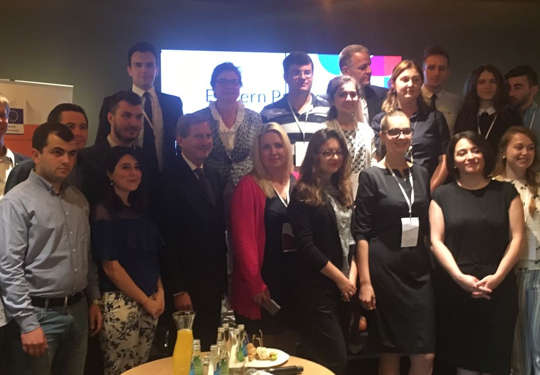 Today at the 2nd day of #EaPYouthForum - @JHahnEU meeting #ErasmusPlus alumni from Eastern Partnership countries! <br>http://pic.twitter.com/W8zAQrtKQh