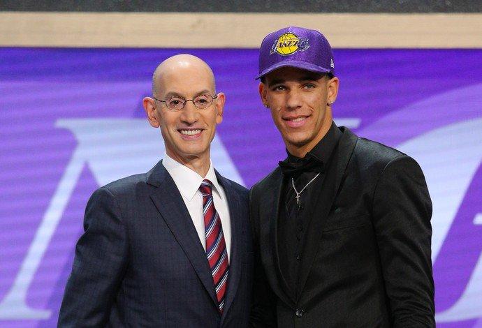 Recado de Magic e olho nos negócios: Lonzo Ball, a nova cara dos Lakers https://t.co/rjpHTzjOL9