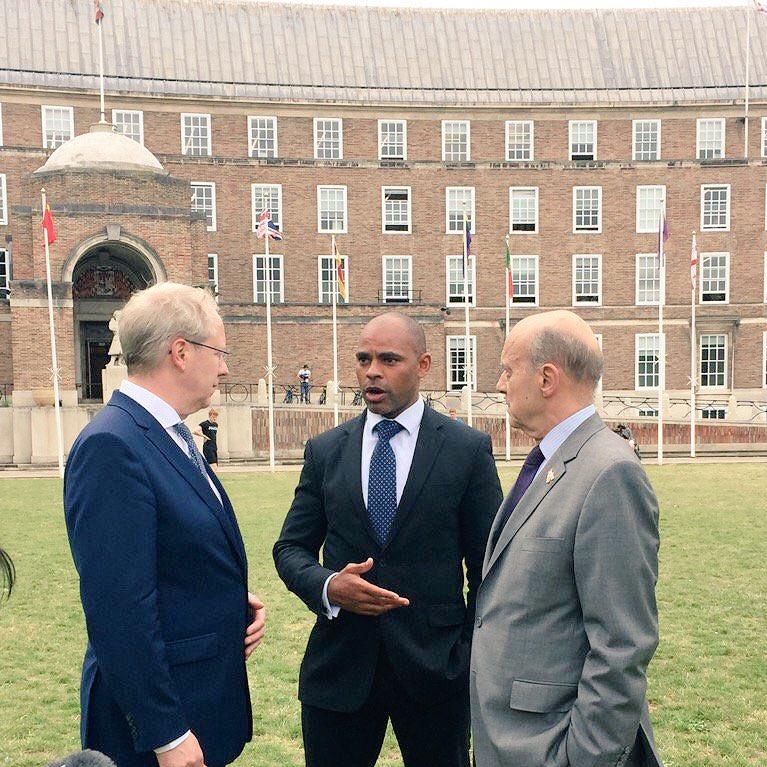 Échanges chaleureux avec mes collègues @MarvinJRees, maire de Bristol et @StefanSchostok, maire de Hanovre. 🇫🇷🇬🇧🇩🇪