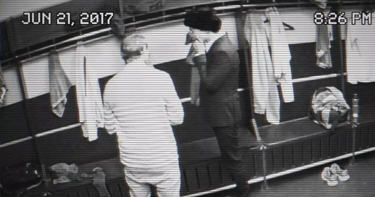 Lo que faltaba. Chava Iglesias en Rusia robándose la playera de Cristiano Ronaldo 🤔(VIDEO) https://t.co/5dSGAXnWYU