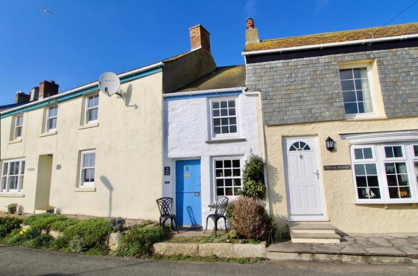 A real-life doll's house is up for sale and it's as cosy as you'd expe...