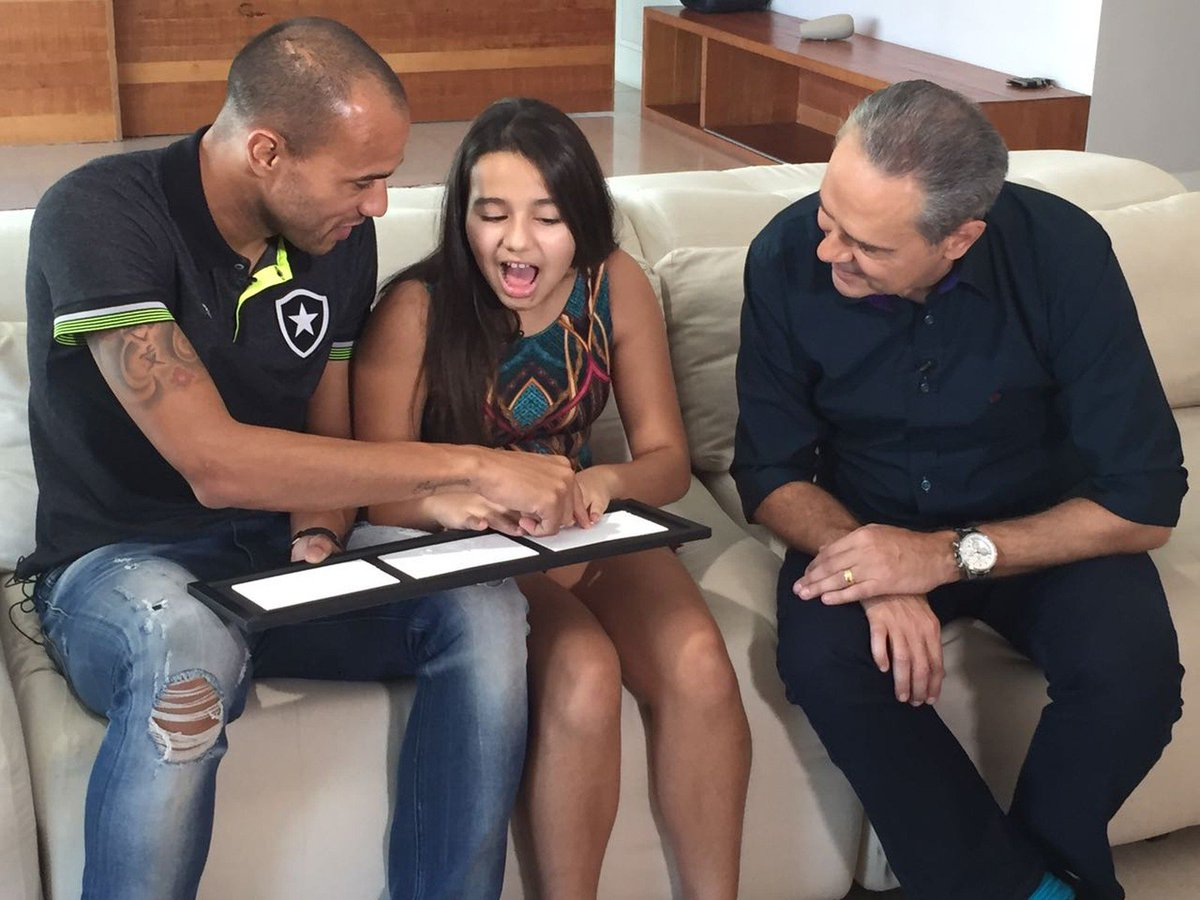 Deficiente visual, filha de Roger ganha surpresa e sente gol do pai: 'Eu consegui'; veja o video https://t.co/YACXJnPxQG