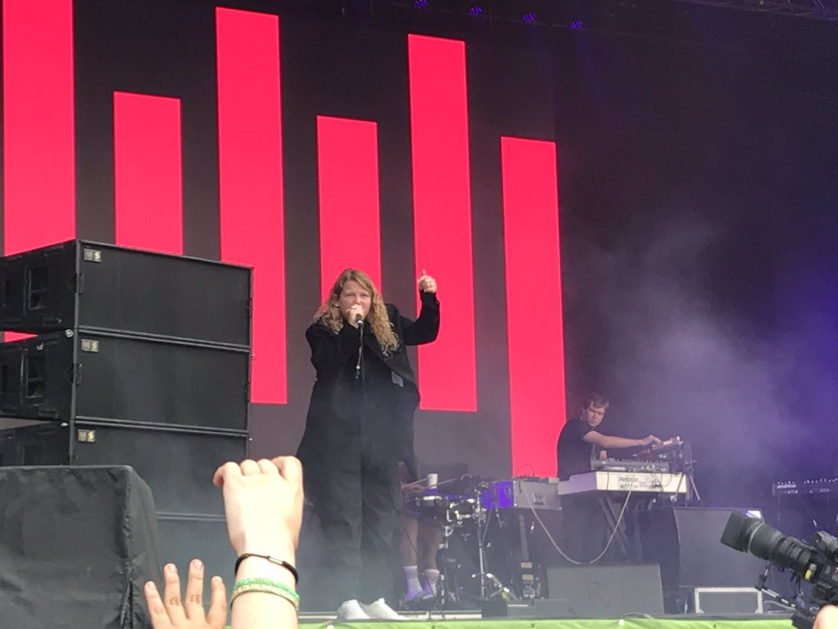 "Kate Tempest's opening line: ""Strong and stable into ruin...."" #Glastonbury https://t.co/Zpu3S2XPCB"