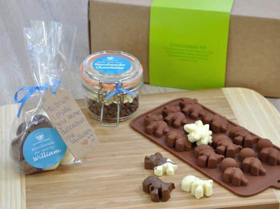 Love dinos? #Chocolate mould kit: make some dino chocolates to enjoy together or give as a gift.   http:// buff.ly/2rY53bi  &nbsp;    #womaninbiz<br>http://pic.twitter.com/oSDogu5Nv5