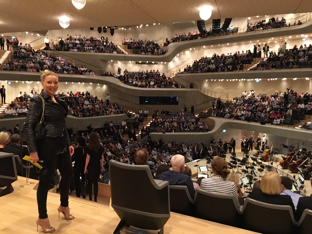 What a venue #elbphilharmonie #hamburg @stereoblonde<br>http://pic.twitter.com/G26FtIybWZ