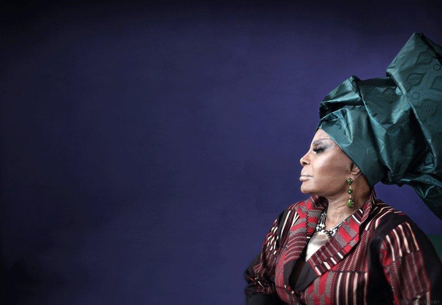 Hoje é o aniversário de uma rainha e tanto! A @ElzaSoares está completando 80 anos de idade <3 <3 <3