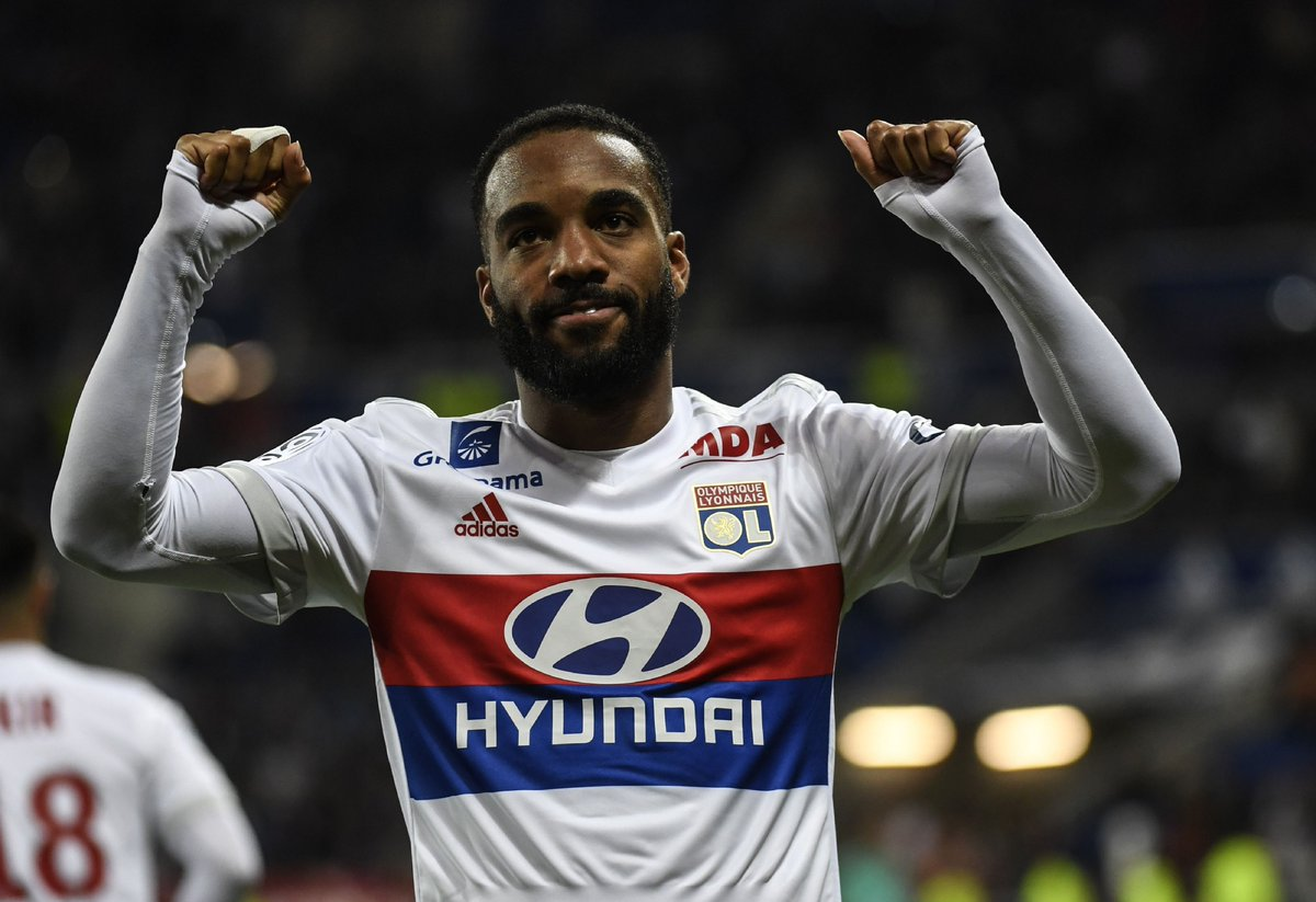 BREAKING: @Arsenal are in talks to sign Lyon striker Alexandre Lacazette, Sky sources understand #ssnhq