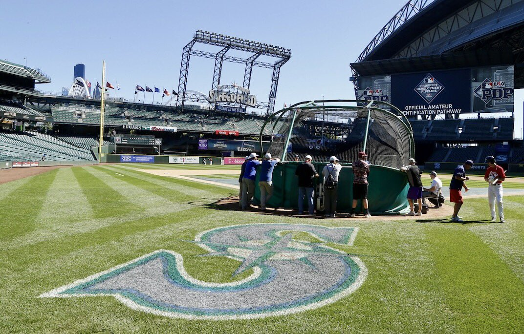 Perfect day for baseball here at Safeco. Huge thanks to the @Mariners for helping us provide an opportunity to the Northwest&#39;s best #Aspire <br>http://pic.twitter.com/m7FuCdkl93