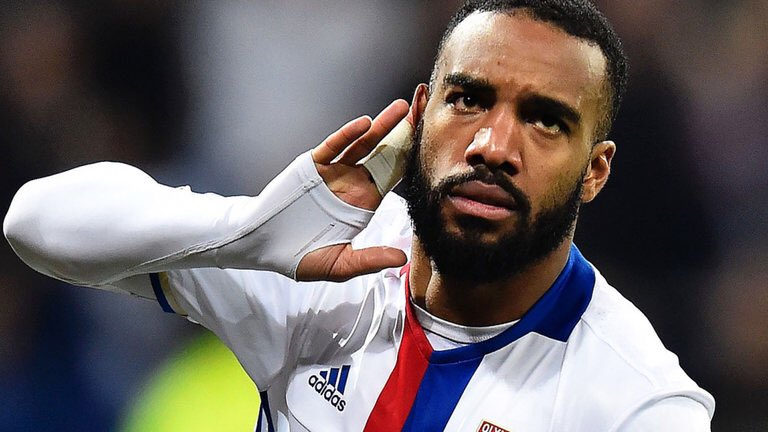 Breaking news!!! @Arsenal in talks to sign @OL and France striker Alexandre Lacazette #Arsenal #OL #ArsenalLacazette<br>http://pic.twitter.com/B1EzgAAvLh