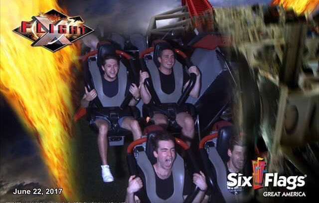 #NEW  Niall at Six Flags Great America yesterday! #4-5 (June 22) <br>http://pic.twitter.com/tkfc09iMNO