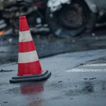 #Fabianów, #DK25. Czołowe zderzenie dwóch pojazdów. Osoba zakleszczona w aucie.