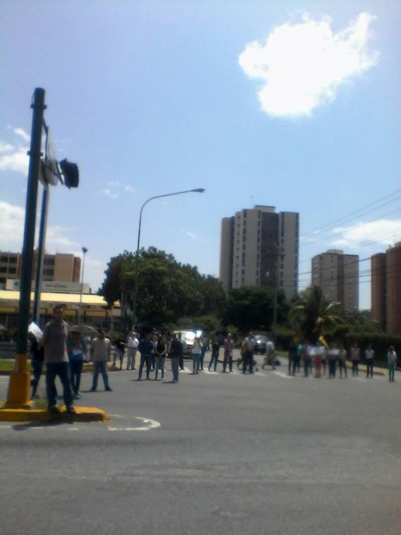 @trafficLARA av leones frente al centro comercial el paseo