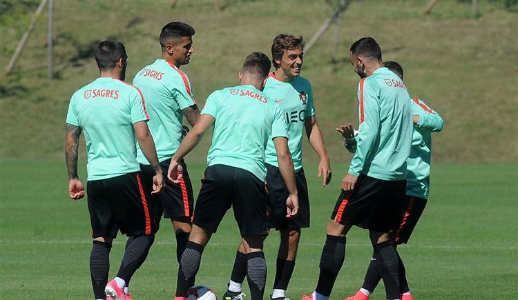 #Desporto Euro sub-21: Rui Jorge muda quase meia equipa para duelo com Macedónia https://t.co/SvvPcqlULc Em https://t.co/MDmhqgtnSp