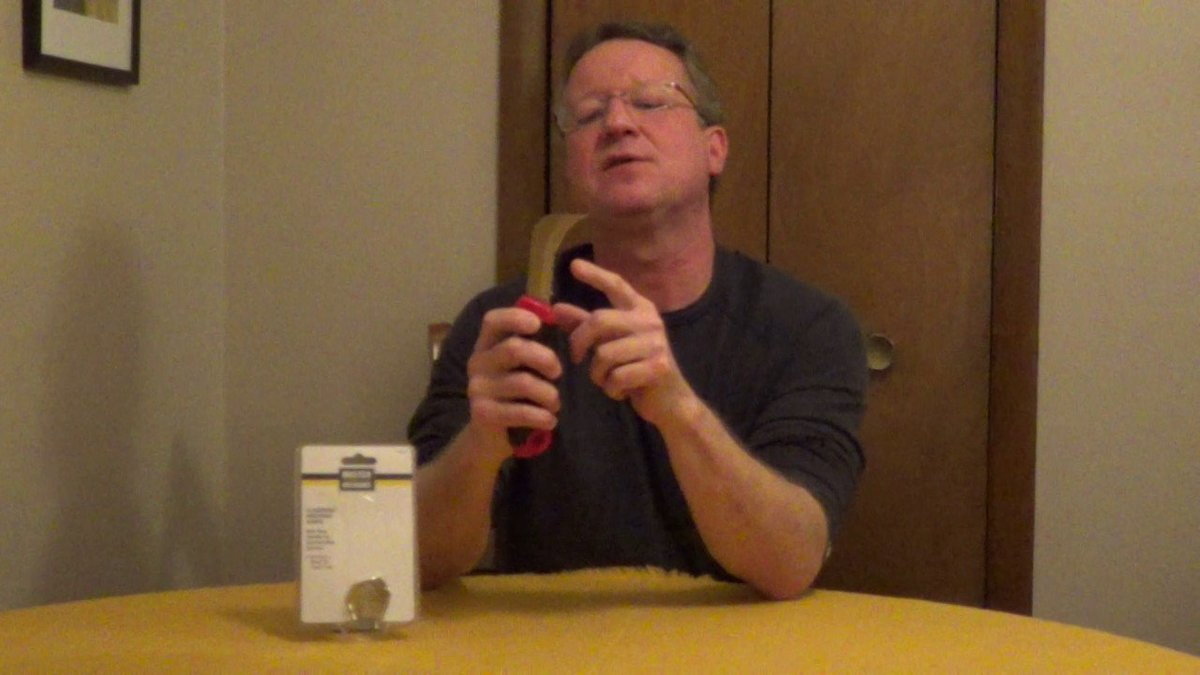 What is a flooring and roofing knife?   https:// youtu.be/Lq9Q21_Z2dY  &nbsp;    #homeimprovement #homerepair<br>http://pic.twitter.com/kQODuTsaew