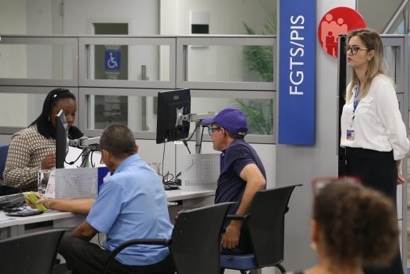 Trabalhadores já sacaram mais de R$ 37 bilhões de contas inativas do FGTS https://t.co/mCjce8MVR5 (📷Fabio Rodrigues Pozzebom/ABr)