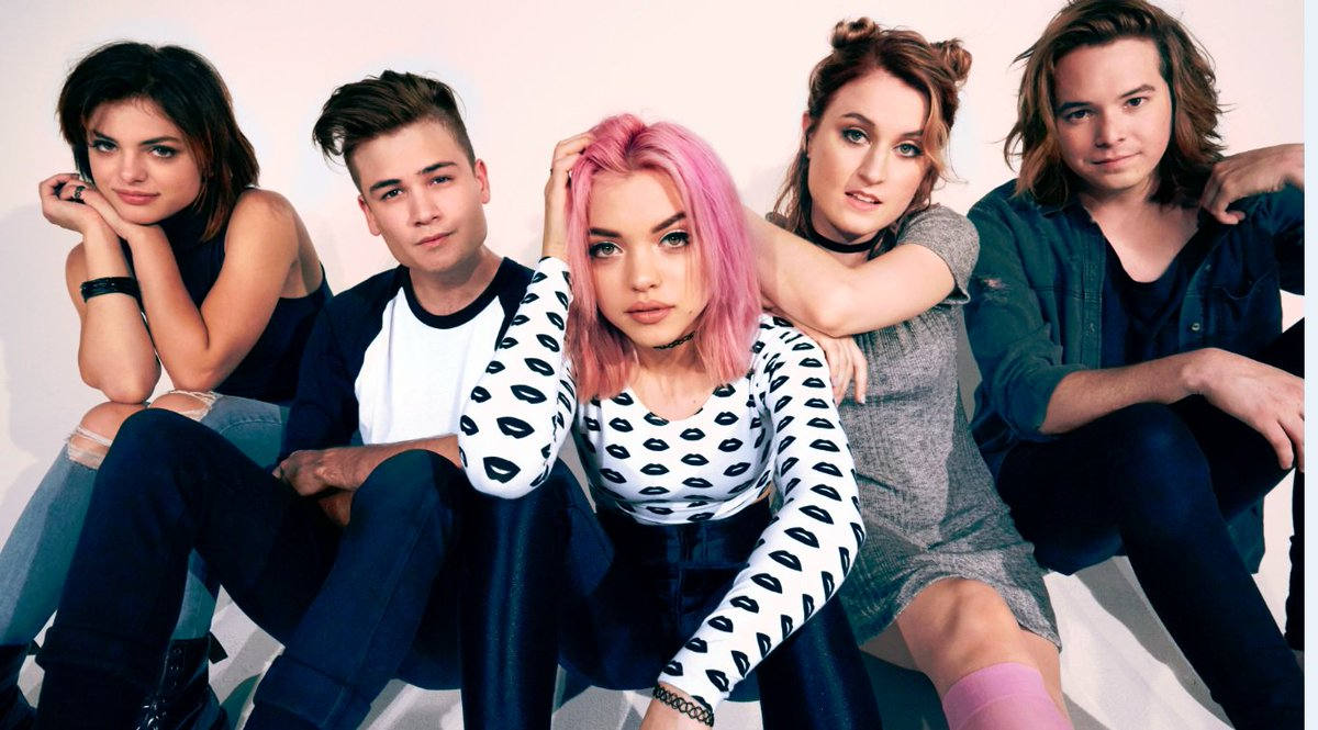 FYI #newmusic from @HeyViolet called #hoodie will be on tonight right around 5:08ish...tell everyone to have their on the @957TheVibe<br>http://pic.twitter.com/Xlp7VfCjHM