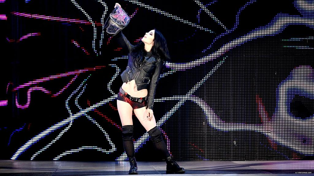 Lady @RealPaigeWWE looking at the @WWE #DivasTitle #TeamPAIGE #RT if u like #WeLovePAIGE #PAIGEFansForEver #RAW<br>http://pic.twitter.com/HiQ41vRKYM