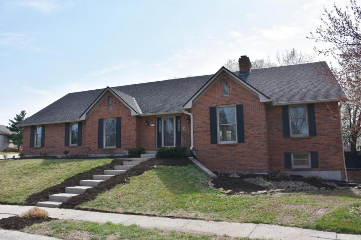 See a virtual tour of my newest #listing 4307 GLEN EAGLE DR #Columbia #MO   http:// tour.circlepix.com/home/WRENHS  &nbsp;  <br>http://pic.twitter.com/TFNORFTEzH