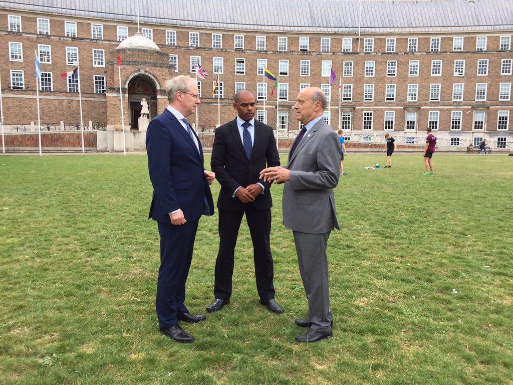 @MarvinJRees @StefanSchostok Avec le maire de Hanovre et le maire de Bristol pour célébrer les 70 ans des jumelages respectifs de Bristol avec nos Villes européennes.