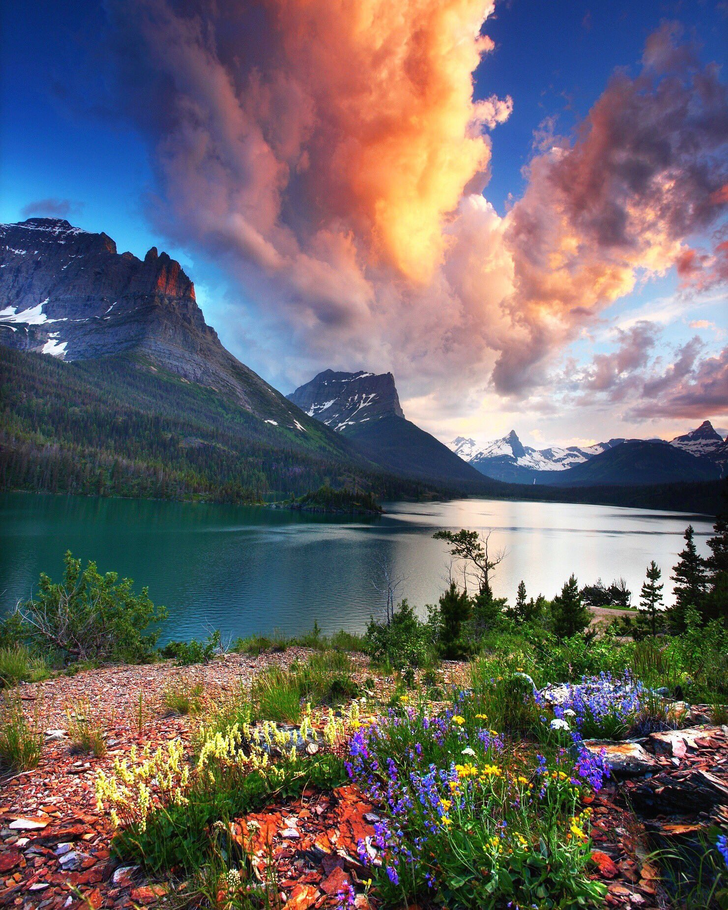 Gorgeous shot of Glacier National Park in Montana by Daniel Ewert. (h/t @Interior) https://t.co/sfRQo72CR0