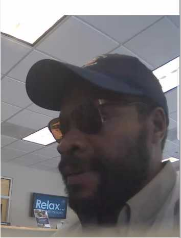 Accused bank robbery suspect in #Spartanburg, #SC. He hit @ 3pm. @spartanburgpd looking for this guy! Call 1-888-CRIME-SC. #crimestoppers<br>http://pic.twitter.com/bVRcn3oZiz